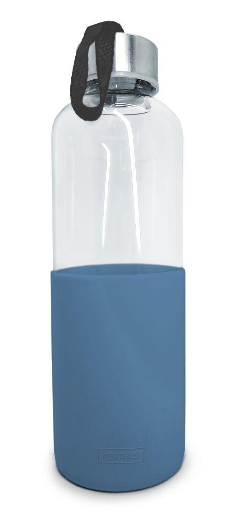 Nerthus Стъклена бутилка за вода със силиконов протектор - 600 мл. - синя